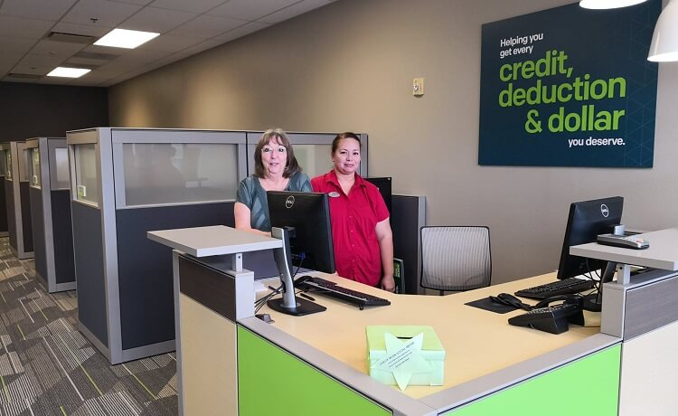H&R Block opens a new office in San Tan Valley